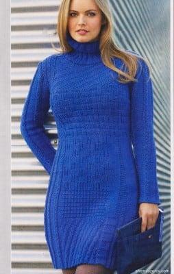 Синее узорчатое платье